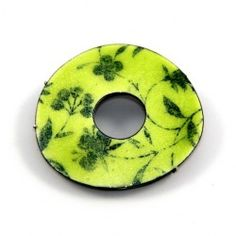 Alice Whish Green Brooch_ Enamel Just 2 of these in circulation one out in the world and one at Stanley Street Gallery. Enamel Jewelry, Jewelry Art, Jewelry Design, Vitreous Enamel, Yellow Jewelry, Brooches Handmade, Ceramic Beads, Contemporary Jewellery, Metal