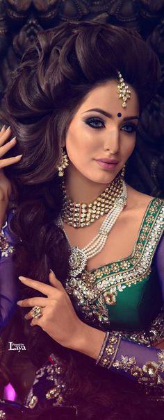 Indische bruid met prachtig lang haar