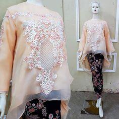 ORGANZA ORNAMENT BLOUSE #kebayadaily #kebayamodern #kebayacasual #kebayahijab #kebayabrokat #kebayapesta #kebayawisuda   #kebayabatwing #hijabersindonesia  #ootdhijab#inspirasikebaya Kebaya Hijab, Kebaya Brokat, Model Kebaya, Ootd Hijab, Women's Fashion, Fashion Outfits, Ornaments, Beads, Blouse