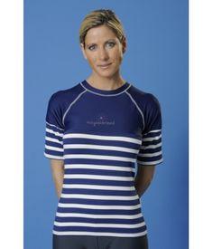 1920be81ecea7 Au soleil   bien protégée et habillée aux dernières tendances avec le tee  shirt anti UV