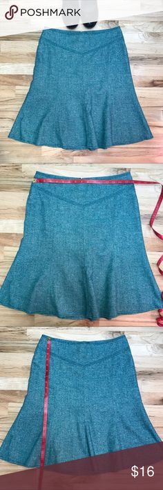Ann Taylor LOFT green blue tweed lined tulip skirt Lovely green/blue (almost real) tweed tulip above knee skirt. Fully lined. Very good used condition. See pics for measurements and material. Ann Taylor Skirts