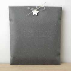 Inspiration: beautiful simple gift wrap with little star. Wrapping Ideas, Wrapping Gift, Creative Gift Wrapping, Christmas Gift Wrapping, Creative Gifts, Pretty Packaging, Gift Packaging, Product Packaging, Packaging Ideas
