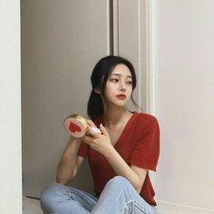 Korean Fashion On The Streets Of Paris Korean Ulzzang, Korean Girl, Asian Girl, Yoon Ara, Son Hwamin, Hwa Min, Yves Saint Laurent, Aesthetic People, Aesthetic Style