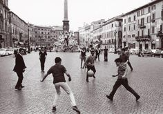 Roma, 1965: in piazza Navona.  Pepi Merisio   #TuscanyAgriturismoGiratola