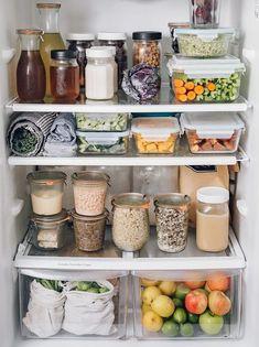 Refrigerator Organization, Pantry Organization, Organized Fridge, Healthy Fridge, Best Selling Cookbooks, Importance Of Food, Home Organisation, Clean Eating Recipes, Eating Clean