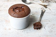 Σουφλέ Σοκολάτας Food Categories, Cupcake Toppers, Deserts, Cupcakes, Pudding, Sweets, Chocolate, Breakfast, Tableware