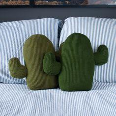 Gestrickte Kaktus-Kissen von ThornAndNeedle auf Etsy https://www.etsy.com/de/listing/252306180/gestrickte-kaktus-kissen