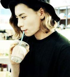 A-Tom with the hat he wore during Amadeus promotions. He looked cute with it <3