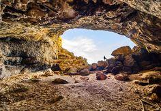 De gigagrot Cova de la Cendra in Moraira.  Het kan bereikt worden met een wandeling van 25 minuten. Indrukwekkende plek waar vondsten van menselijke activiteiten zijn gedaan van 20.000 jaar geleden !