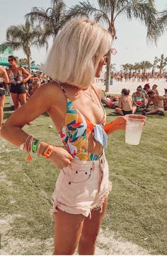 This is one of the cute vacation outfits that we love. Take a look at the trendy and cute vacation outfits for the summer 2018 season! From casual resort dresses to other warm weather clothing, we have it. Festival Looks, Cute Vacation Outfits, Summer Outfits, Cute Beach Outfits, Beach Outfit 2018, Music Festival Outfits, Summer Festival Outfits, Festival Clothing, Summer Festival Style