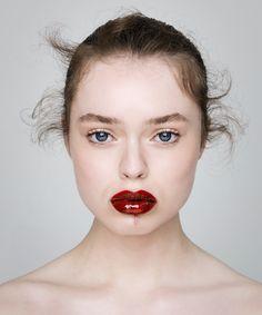 Hair & Makeup: Esther van Maanen@ Angelique Hoorn Job: Ellis Faas Magazine Photo: Carin Verbruggen