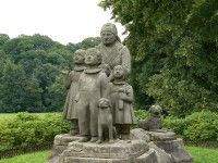 sousoší Babičky s dětmi Garden Sculpture, Outdoor Decor, Pictures