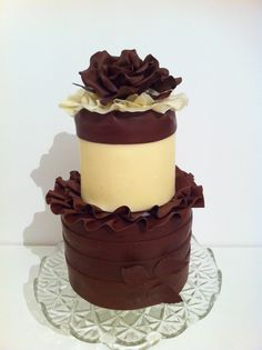 Easy to make and decorate cake with Vera Miklas modelling chocolate. www.veramiklas.com Modeling Chocolate, Belgian Chocolate, Panna Cotta, Cake Decorating, Ethnic Recipes, Easy, Desserts, Food, Tailgate Desserts