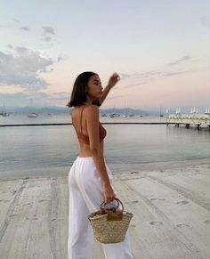Poses Photo, Elegantes Outfit, Insta Photo Ideas, Summer Feeling, How To Pose, Summer Pictures, Summer Aesthetic, Summer Girls, Aesthetic Clothes