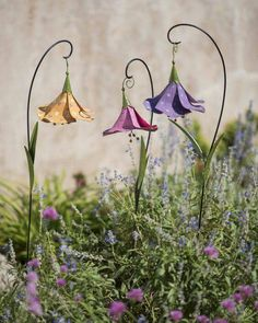37 Awesome Outdoor Metal Garden Art Ideas You Must Try is part of Decorative garden stakes - ou can make some DIY metal flowers, making metal flowers is one of the best metal garden art ideas! They can make your garden look so attractive Garden Edging, Garden Borders, Garden Path, Shade Garden, Terrace Garden, Herb Garden, Garden Tools, Unique Gardens, Amazing Gardens