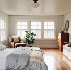 Modern And Minimalist Bedroom Design Ideas Minimalistic interior design style is getting more popular today. Minimalism means simple and basic, without utilizing a lot of ornaments … Home Bedroom, Master Bedroom, Bedroom Decor, Bedrooms, Bedroom Ideas, Gray Bedroom, Bedroom Storage, Home Interior, Interior Design