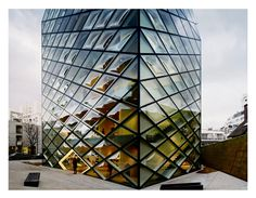Andreas Gursky   works - Tokyo, Prada