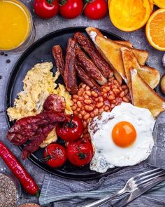 Breakfast in England? Here is everything you need for a full English breakfast! Breakfast On The Go, Breakfast Items, Spam Breakfast Recipe, Lunch Recipes, Cooking Recipes, Healthy Breakfast Snacks, Breakfast Platter, Fat Foods, English Food