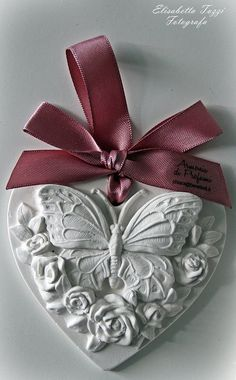 ~ Clay Ornaments, Diy Christmas Ornaments, Christmas Balls, Clay Projects, Clay Crafts, Iron Orchid Designs, Shabby Chic Crafts, Decoupage Vintage, Heart Crafts