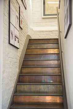 Patinated brass cladding on stairs. patinated brass cladding on stairs. more paint stairs, decorating stairway walls Painted Staircases, Painted Stairs, Metal Stairs, Staircase Painting, Black Stairs, Metal Railings, Concrete Stairs, Tile On Stairs, Metal Arch