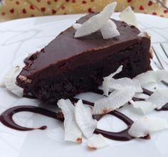 Bolo úmido de chocolate e amêndoas sem glúten! Receita no blog!