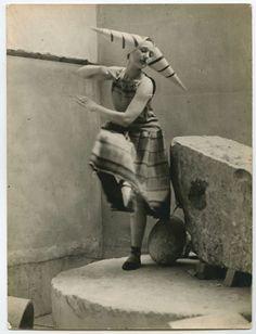Constantin Brancusi: Costume 'la sorcière' de Lizica Codreano  pour Gymnopédies d'Erik Satie, 1922.