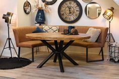 My Living Room, Living Room Decor, Dining Room, Interior Inspiration, Room Inspiration, Yoga Room Decor, Banquette, Round Dining Table, Modern Decor