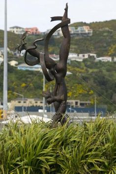 wellington art icons - Lady Down Under sculpture, Calabar Road