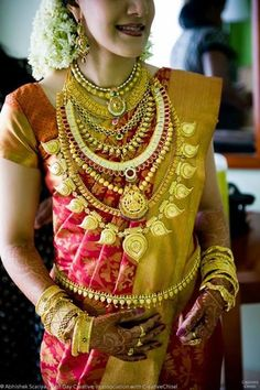 Traditional Southern Indian bride wearing bridal silk saree, jewellery and hairstyle. Indian Bridal Fashion, Indian Bridal Makeup, Indian Bridal Wear, Wedding Jewellery Inspiration, Indian Wedding Jewelry, Kerala Jewellery, Saree Jewellery, India Jewelry, Bridal Jewellery