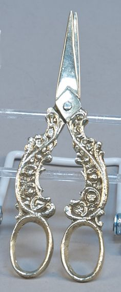 Italian Cast White Metal Scissors - VCA #376. http://www.vcaauction.com/catalog.php