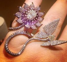 Diamond butterfly ring by Wallace Chan♥༺✿༻♥ I Love Jewelry, Gems Jewelry, High Jewelry, Luxury Jewelry, Jewelry Art, Diamond Jewelry, Jewelery, Jewelry Accessories, Jewelry Design