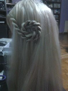 Playing whith my doll's hair>_<
