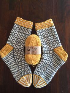 Socken stricken – knitting socks – Knitting for Beginners Crochet Socks, Knitting Socks, Free Knitting, Knit Crochet, Beginner Knitting, Knitted Slippers, Knitted Bags, Crochet Granny, Knitting Machine Patterns