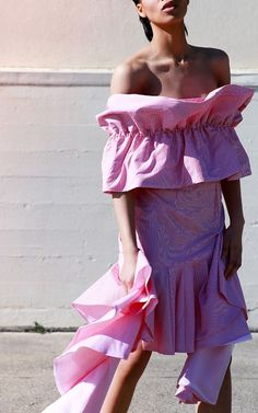 Ruffles and maximalism style, spring 2017 street style trends, statement sleeves