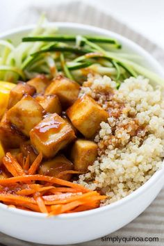 The BEST quinoa bowl ever! With a healthy teriyaki sauce, spiralized veggies and crispy baked tofu {vegetarian + gluten-free}