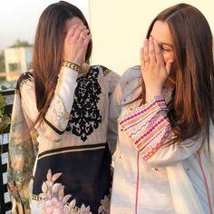 Pakistani Formal Dresses, Pakistani Wedding Outfits, Pakistani Fashion Casual, Bollywood Fashion, Long Dress Fashion, Stylish Photo Pose, Mother Daughter Outfits, Beautiful Girl Makeup, Bridal Dress Design