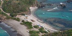Policía del Estado libera playa de Tenacatita