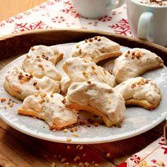 Zobrazit Křehké měsíčky s vlašskými ořechy receptů Apple Pie, Christmas Cookies, Baked Goods, Cauliflower, Food And Drink, Vegetables, Desserts, Bohemian, Candy