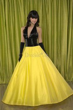Chic Sleeveless Celebrity Gowns with Halter Neckline