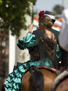Sevilla Spain, Color Harmony, Spain And Portugal, Spanish, Culture, Style Inspiration, Dance, Lady, Womens Fashion