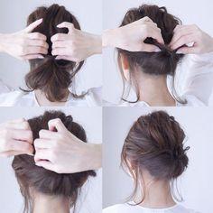 不器用さんでも大丈夫!大人女子向け無造作ヘアアレンジ集♡ - LOCARI(ロカリ) Medium Hair Styles, Curly Hair Styles, Easy Updos For Long Hair, Short Hair Bun, Hair Upstyles, Hair Arrange, Hair Setting, Tips Belleza, Hairstyles Haircuts