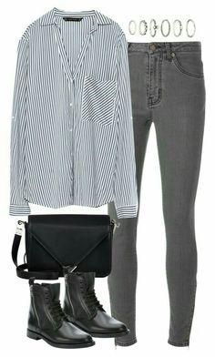 Jeans gris, chemisier bleue,  bottine haut noir