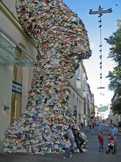 This giant book sculpture was placed outside a bookstore called Thalia in Linz, Austria. If this ambient advertisement does not grab your attention you just are not that in to books. Book Installation, Best Architects, Book Sculpture, Land Art, Public Art, Outdoor Travel, Oeuvre D'art, Book Art, Travel Photography