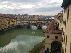 Panorama da una finestra della Galleria dellArno e di Ponte Vecchio