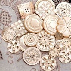 Vintage Sewing We've seen lots of vintage buttons but something about mother of pearl carved buttons always takes our breath away. Button Art, Button Crafts, Vintage Sewing Machines, Vintage Sewing Patterns, Gemstone Brooch, Look Vintage, Mother Of Pearl Buttons, Sewing A Button, Sewing Notions