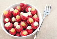 Raspberry Dessert Bites - Fresh raspberries filled with cheesecake & lemon curd! So simple, yet so delicious! I would stuff diff berries too Raspberry Desserts, Raspberry Cheesecake, Just Desserts, Delicious Desserts, Yummy Food, Pink Desserts, Raspberry Lemonade, Sweets Recipes, Drink Recipes