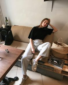 Business Casual Outfits, Stylish Outfits, Cool Outfits, Fashion Outfits, Womens Fashion, Black And White Shirt, Korean Outfits, Aesthetic Clothes, Minimalist Fashion