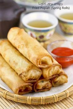 Fried Popiah (Spring Rolls) a. egg rolls filled with jicama, carrots, and cabbage. Tips and instructions on how to make them light, airy, and crispy. Appetizer Recipes, Snack Recipes, Cooking Recipes, Italian Appetizers, Popiah Recipe, Empanadas, Chinese Spring Rolls, Egg Roll Recipes, Free Recipes