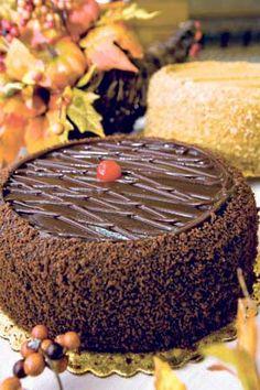 chocolate dobash cake. yummy goodness!