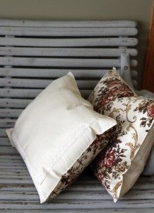 How To Make The Easiest Throw Pillows – Repurpose Placemats Into Pillows - these are for lounges